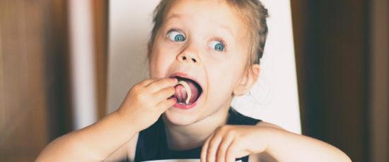 Manger avec les doigts serait meilleur pour la santé ! leur pour la santé !
